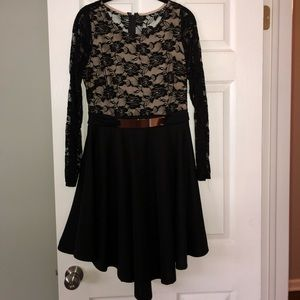 Dresses & Skirts - Long sleeve lace dress - size medium